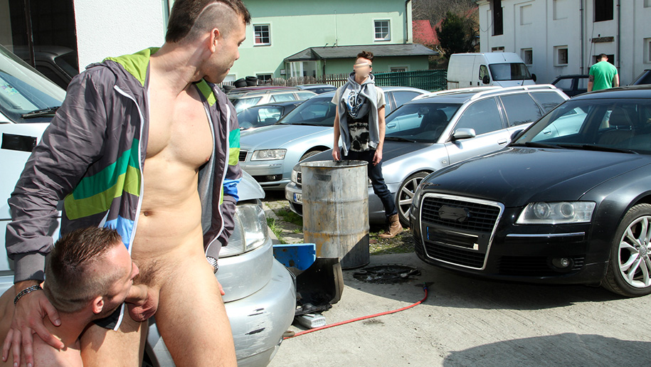 Muscle Man Fucked In The Ass In Public! outinpublic out in public places gay sex videos