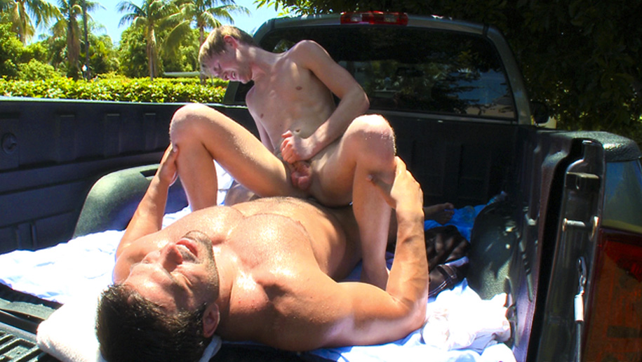 David And Goliath In Love outinpublic out in public places gay sex videos